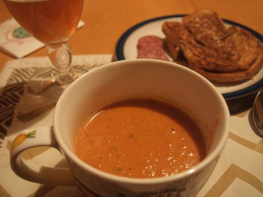 Roasted tomato soup with cream