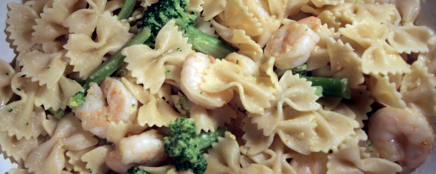 Saffron pasta with shrimp and broccoli