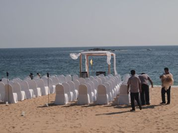 Preparing for the beach wedding at the Camino Real Zaashila in December 2016. Credit: Therese Kehler