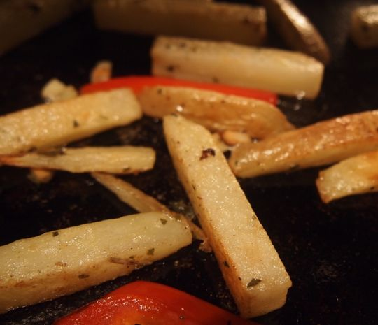 Homemade potato fries, baked with oregano, garlic and some red pepper.