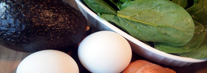 Avocado, boiled eggs and spinach are the key ingredients for this easy and tasty breakfast salad.